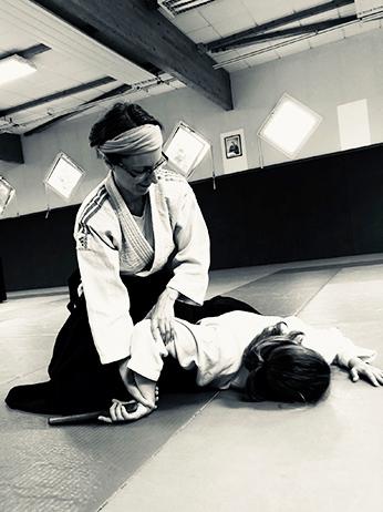 Immobilisation d'une attaque au tento en Aïkido.