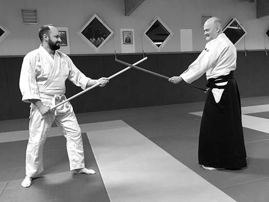 Technique de face à face utilisant le Jo a l'aïkido.